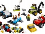 lego-10655-monster-trucks-basic-bricks-1