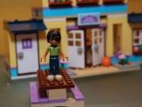lego-41005-heartlake-high-friends-4