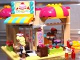 lego-41006-downtown-bakery-friends-10