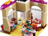 lego-41006-downtown-bakery-friends-14
