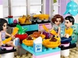 lego-41095-emma-house-friends-1