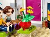 lego-41095-emma-house-friends-2