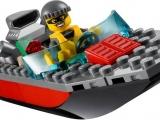 lego-60009-city-helicopter-arrest-ibrickcity-boat