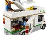 lego-60057-camper-van-city-6
