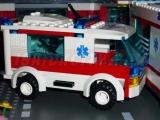 lego-7890-ambulance-city-1