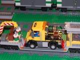 lego-3677-city-red-cargo-train-ibrickcity-16