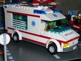 lego-city-4431-ambulance-ibrickcity-1