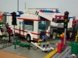 lego-city-4431-ambulance-ibrickcity-12