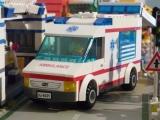 lego-city-4431-ambulance-ibrickcity-15