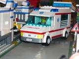lego-city-4431-ambulance-ibrickcity-16