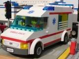 lego-city-4431-ambulance-ibrickcity-22