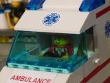 lego-city-4431-ambulance-ibrickcity-23