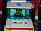 lego-city-4431-ambulance-ibrickcity-6