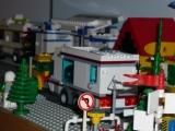 lego-city-4435-car-and-camper-ibrickcity-19