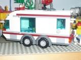 lego-city-4435-car-and-camper-ibrickcity-2