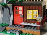 lego-city-4438-robbers-hideout-ibrickcity-26