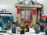 lego-60008-city-museum-break-in-ibrickcity-12