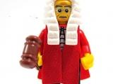 lego-series-9-minifigures-judge